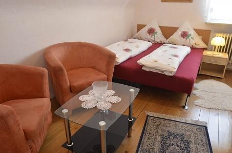 Kleines Schlafzimmer mit Sitzgelegenheit, Ferienwohnung Haus am Weinberg, Mußbach - Neustadt /Weinstr.