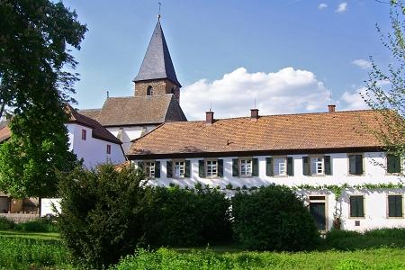 Herrenhof mit Gesindehaus und Kirche, Mußbach, Neustadt / Weinstr.
